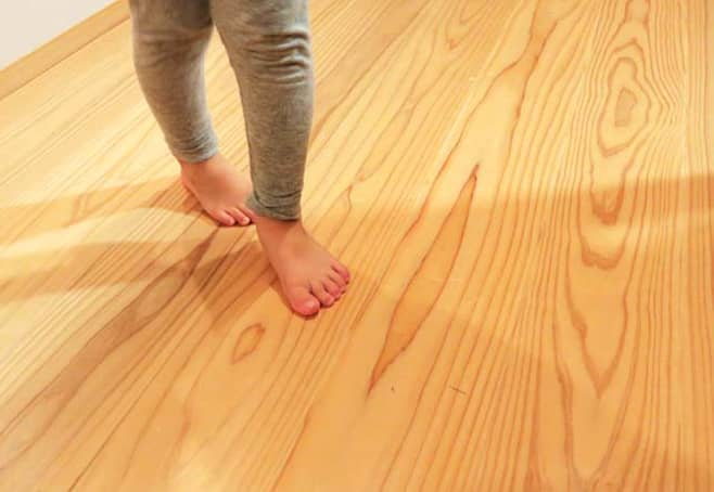 無塗装の杉板